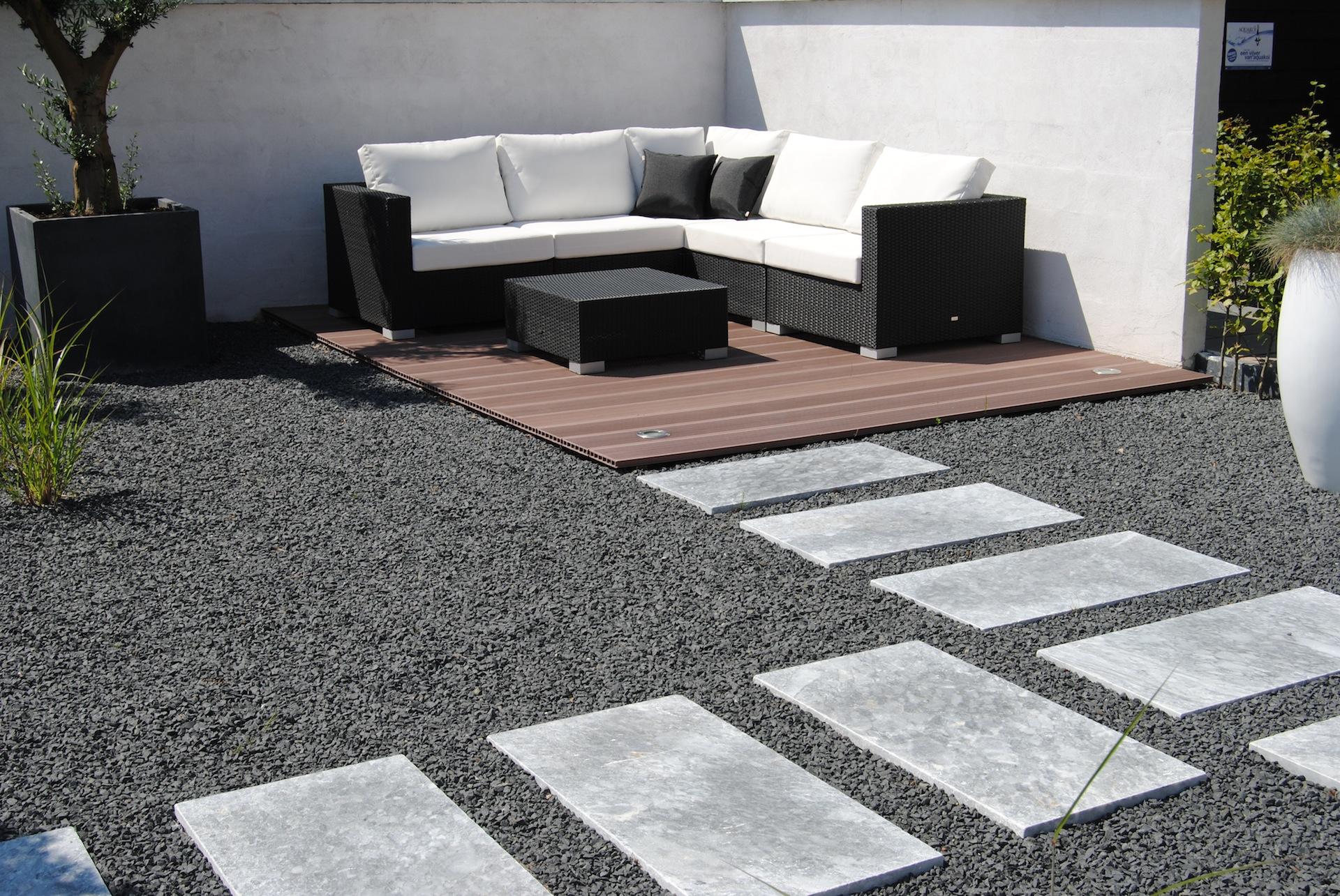 Grind en split tuingrindhandel - Aangelegde tuin met kiezelstenen ...
